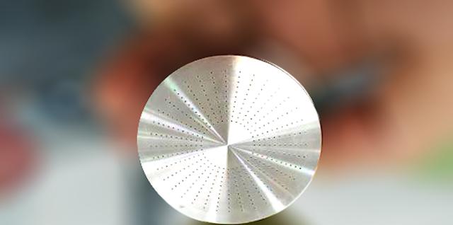 内孔抛光机主要用于微孔抛光,小孔抛光,深孔抛光,长孔抛光,热流道内孔抛光,微小内孔抛光,冲压模具内孔抛光,汽车零部件内孔抛光,不锈钢内孔镜面抛光,长管内孔抛光